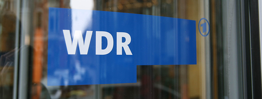 Tür mit WDR-Logo, Copyright: baba_1967 (https://www.flickr.com/photos/90239352@N00/18936373740/)